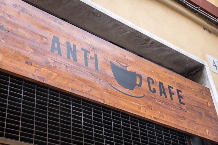 Il prezzo lo fanno le lancette, rivoluzione nelle regole del consumo: nasce l'Anticafé