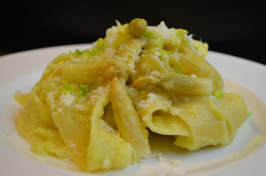 Pappardelle con crema di Asparagi Bianchi e Porri
